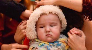 İfadesizliğiyle Annesi Pucca'dan Daha Komik Olan Tatlı Bebek Batı