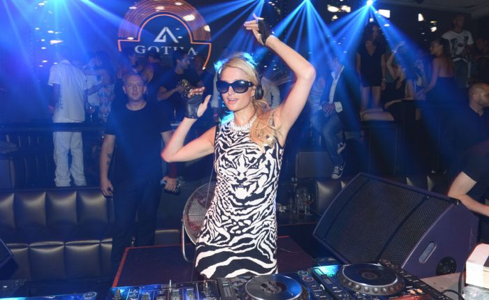 Paris Hilton, Kıbrıs'ta Vereceği Partiyi Erteledi
