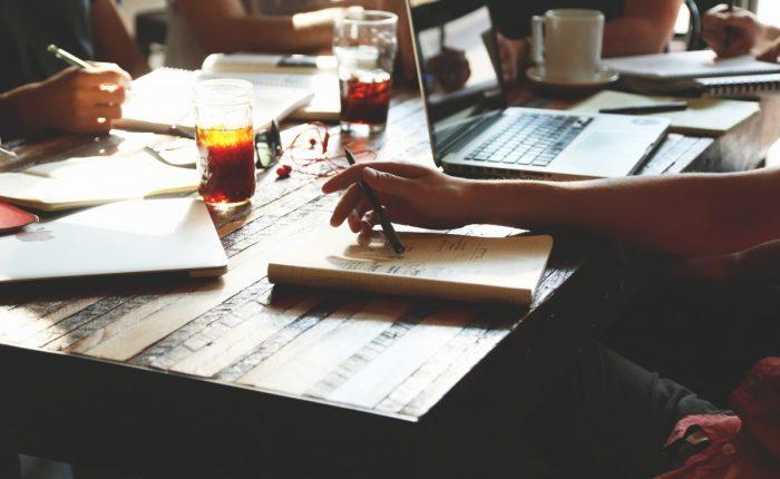 Tam Zamanlı Bir İşte Çalışırken Kendi İşinizi Kurmak İçin Yapmanız Gerekenler